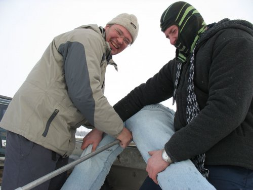 Инструктор-извращенец и военный в маске дерут задницу офисному работнику железной трубой