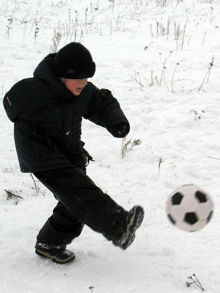 ...и попутно играют в футбол